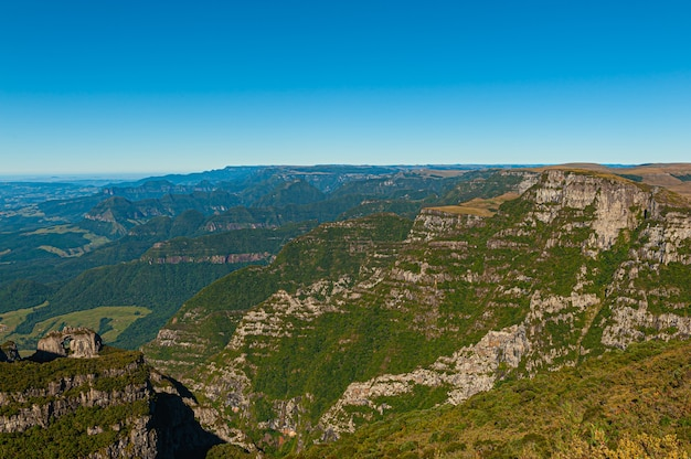 Widok z lotu ptaka na kanion