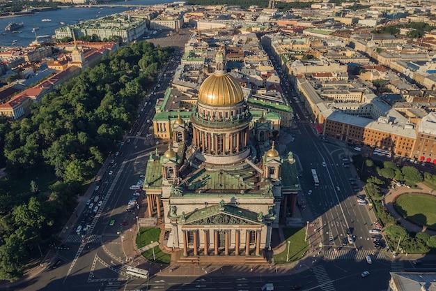 Widok z lotu ptaka na katedrę św. izaaka w sankt-petersburgu
