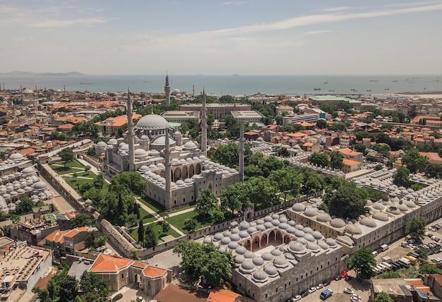 Widok z lotu ptaka na meczet sulejmana wspaniałego w stambule