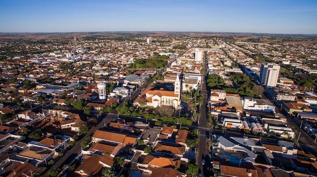 Widok z lotu ptaka na miasto andradina w stanie sao paulo w brazylii. lipiec 2016.