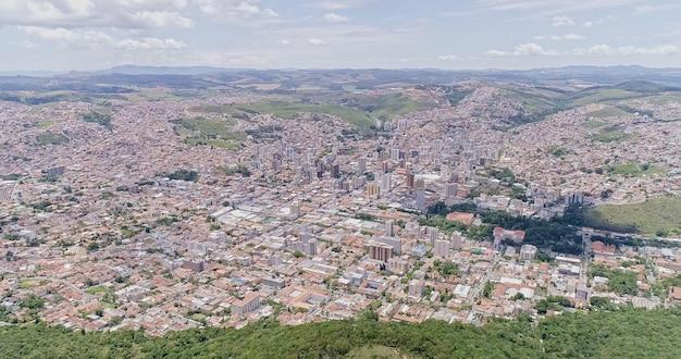 Widok z lotu ptaka na miasto pocos de caldas minas gerais brazylia
