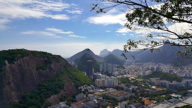 Widok z lotu ptaka na miasto rio de janeiro w brazylii.