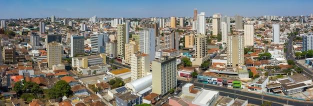 Widok z lotu ptaka na miasto uberaba w brazylii