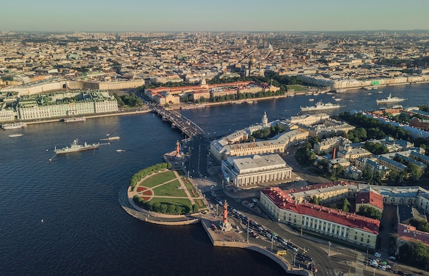 Widok z lotu ptaka na mierzeję wyspy wasiljewskiej w sankt-petersburgu
