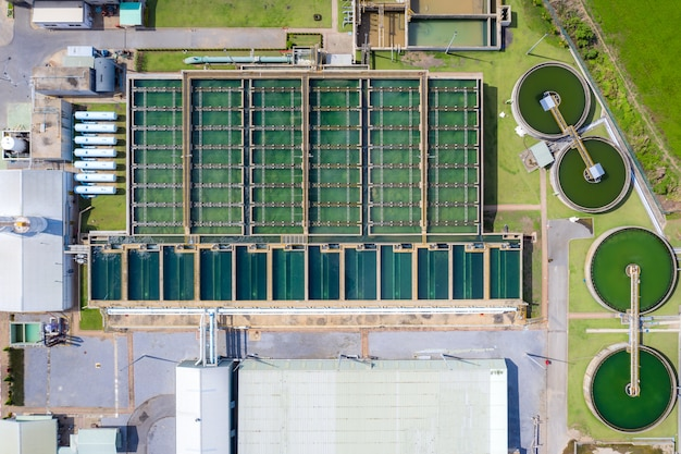 Widok z lotu ptaka na osadnik ciał stałych typu zbiornika recyrkulacja szlamu