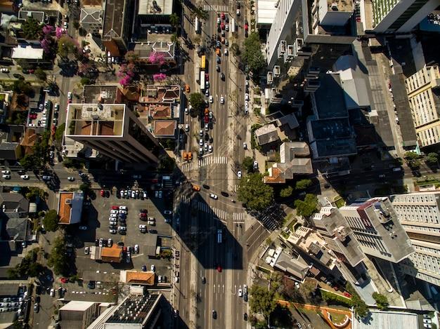 Widok z lotu ptaka na panoramę miasta curitiba, stan parana, brazylia. lipiec 2017.