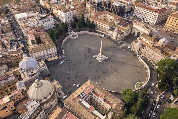 Widok z lotu ptaka na piazza del popolo w rzymie