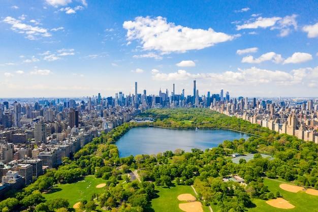 Widok z lotu ptaka na piękny central park na manhattanie, nowy jork