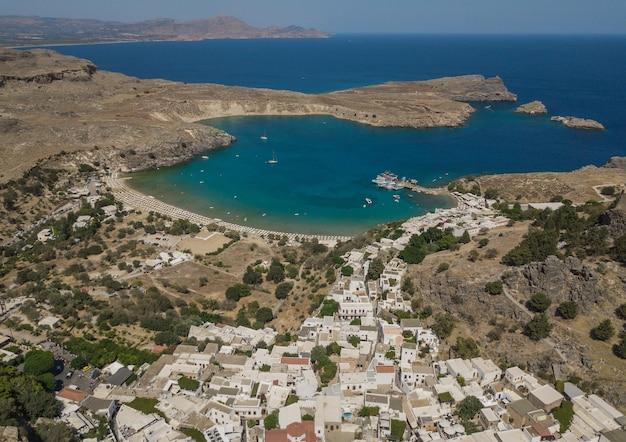 Widok z lotu ptaka na plażę lindos, rodos, grecja