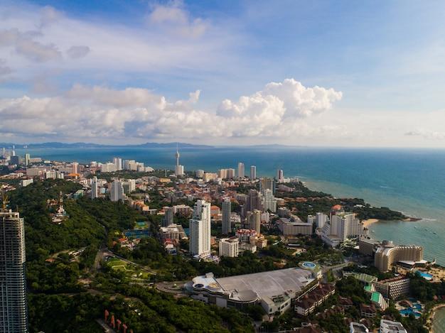 Widok z lotu ptaka na plażę pattaya. tajlandia.