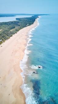 Widok z lotu ptaka na południowym wybrzeżu wyspy sri lanki