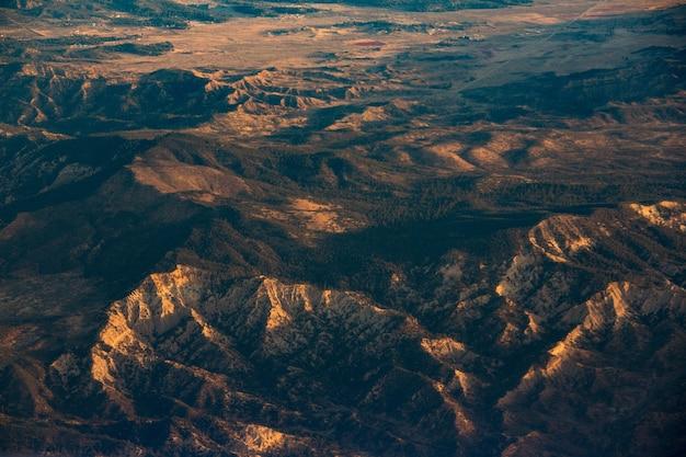 Widok z lotu ptaka na pustynię