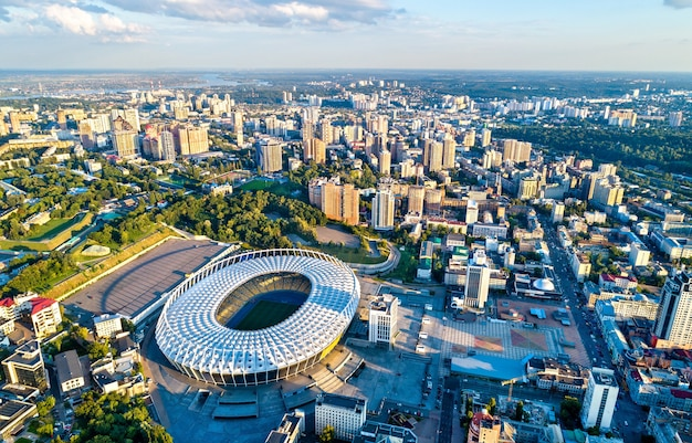 Widok z lotu ptaka na stadion olimpijski w centrum kijowa - ukraina
