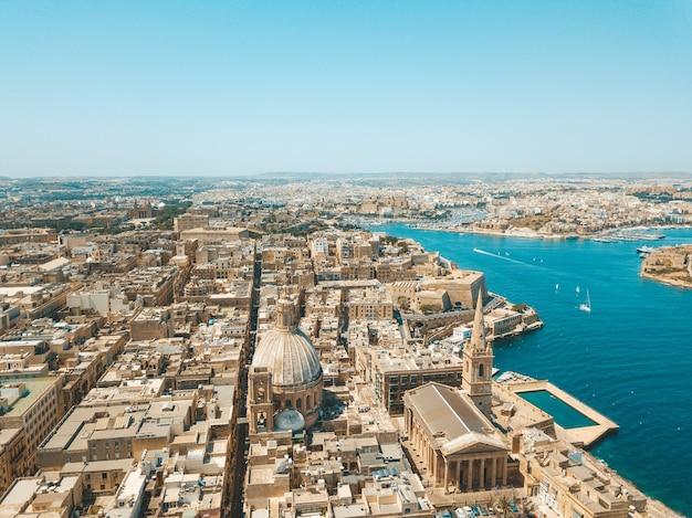 Widok z lotu ptaka na starożytną stolicę valletty na malcie