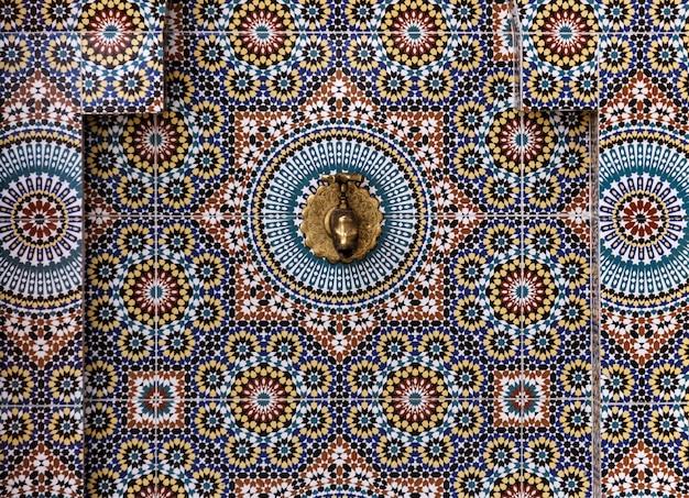 Widok z lotu ptaka na wykwintne prace kafelkowe w maroku