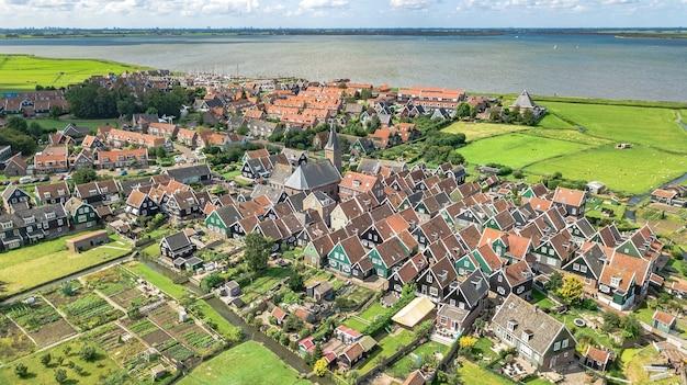 Widok z lotu ptaka na wyspę marken, holandia, holandia