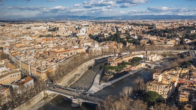 Widok z lotu ptaka na zabytkowe centrum rzymu