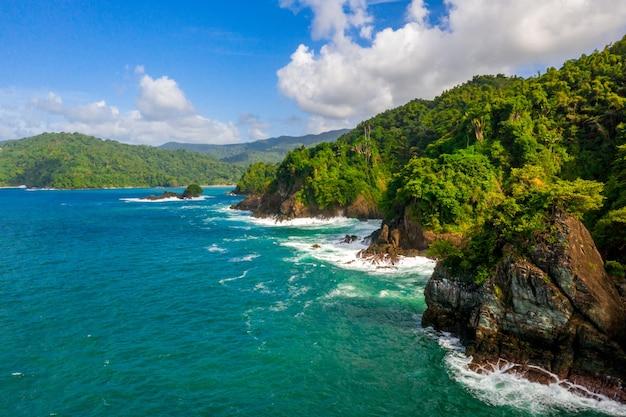 Widok z lotu ptaka na zatoki tobago w saint-vincent i grenadynach na wyspach karaibskich
