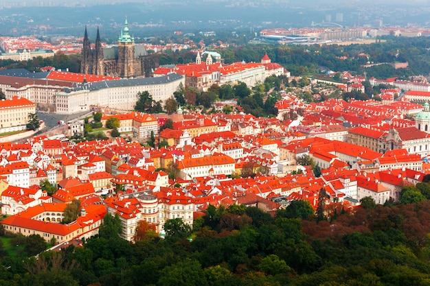 Widok z lotu ptaka nad praga kasztelem w praga, republika czech