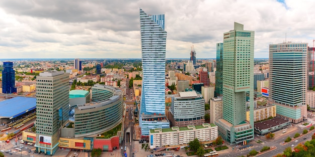 Widok z lotu ptaka nowoczesne miasto w warszawie, polska