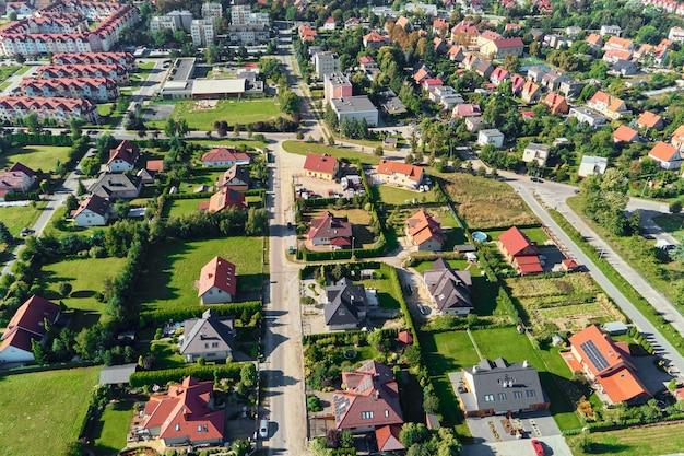 Widok z lotu ptaka nowoczesnej dzielnicy mieszkalnej w mieście europy