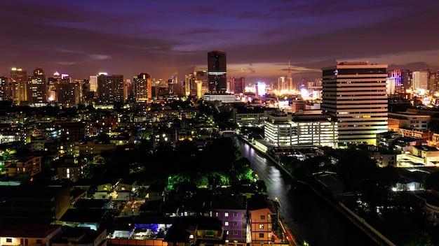 Widok z lotu ptaka nowożytni miastowi domy i budynki biurowi, bangkok