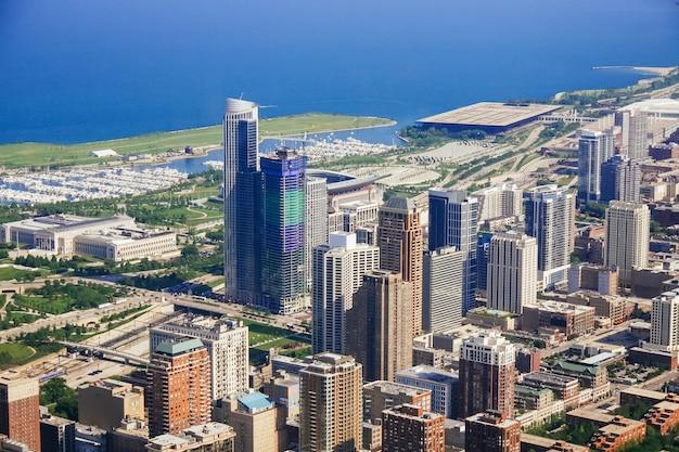 Widok z lotu ptaka pejzaż miejski chicago przy zmierzchem