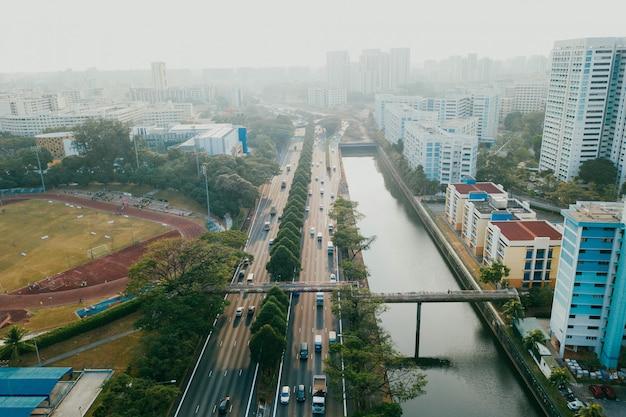 Widok z lotu ptaka pejzaż miejski w chmurnym dniu