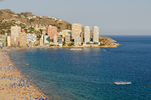 Widok z lotu ptaka plaży levante w benidorm, alicante, hiszpania.