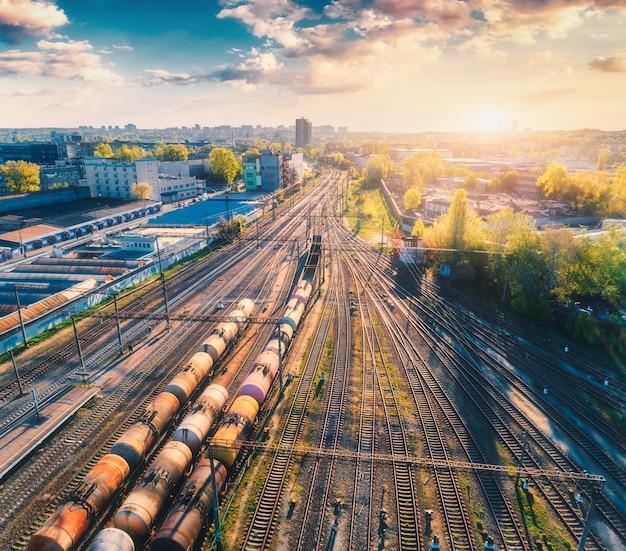 Widok z lotu ptaka pociągów towarowych
