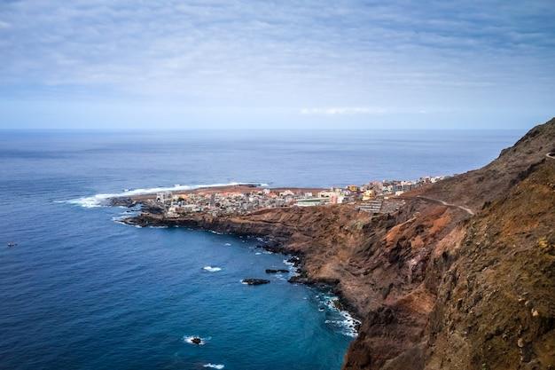 Widok z lotu ptaka ponta do sol wioska, wyspa santo antao, wyspy zielonego przylądka