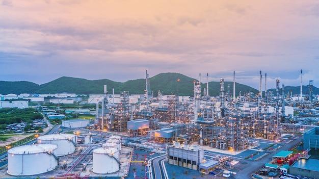 Widok z lotu ptaka rafineria ropy naftowej i zakładów chemicznych