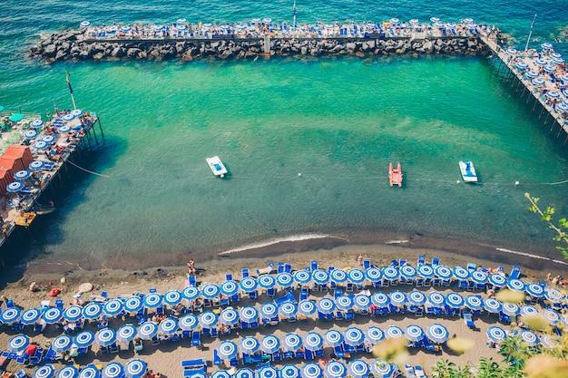 Widok z lotu ptaka sorrento miasto, amalfi wybrzeże, włochy