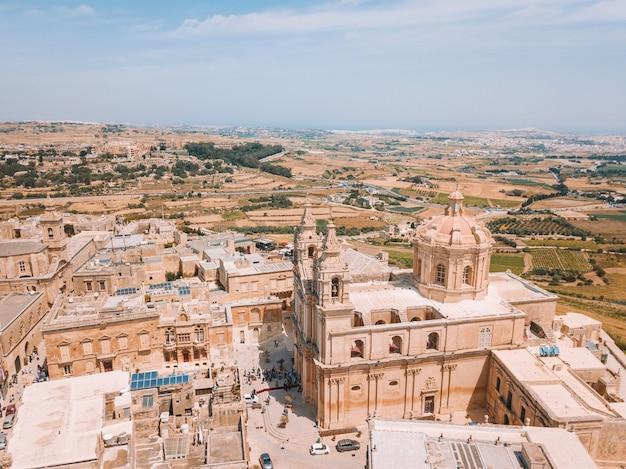 Widok z lotu ptaka starożytnej stolicy valletty, malta