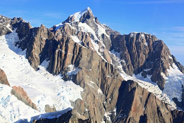 Widok z lotu ptaka suthern alpejskie alpy nowej zelandii z helikoptera