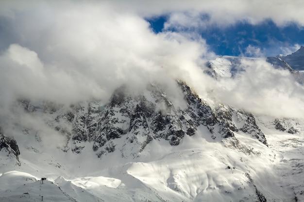 Widok z lotu ptaka szczyt mont blanc
