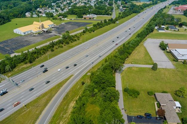 Widok z lotu ptaka w 70 autostradzie w pobliżu scioto woods, columbus, ohio usa