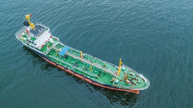Widok z lotu ptaka widok z góry tankowiec statek, tankowiec do importu działalności eksportowej