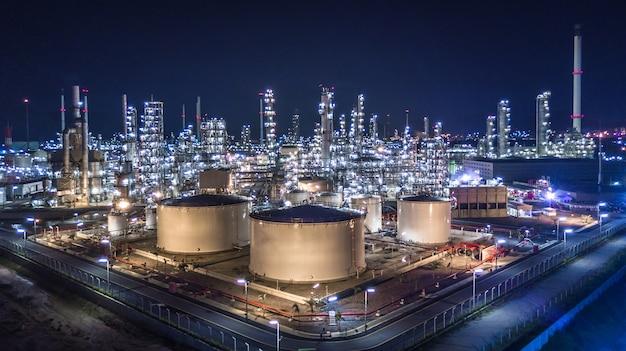 Widok z lotu ptaka wielka rafineria ropy naftowej