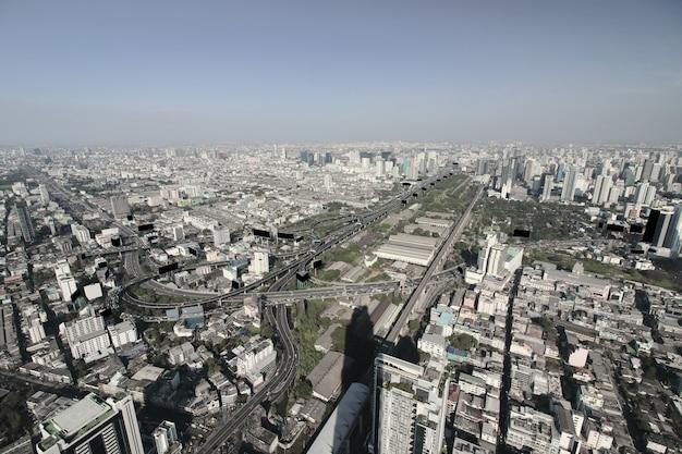 Widok z lotu ptaka współczesni nowożytni budynki w bangkok mieście