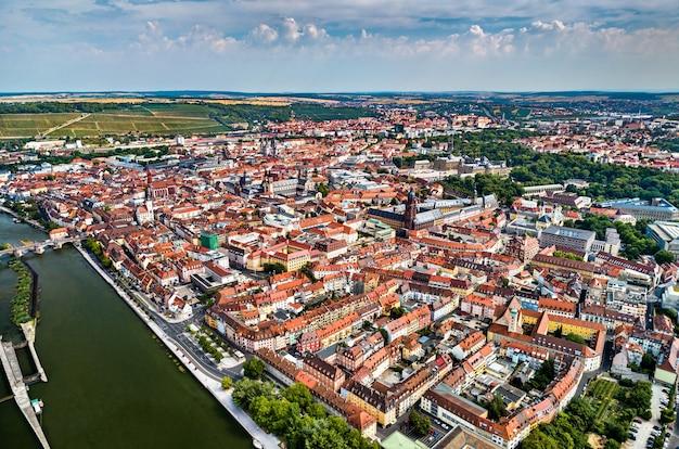 Widok Z Lotu Ptaka Würzburga W Dolnej Frankonii - Bawaria, Niemcy Premium Zdjęcia