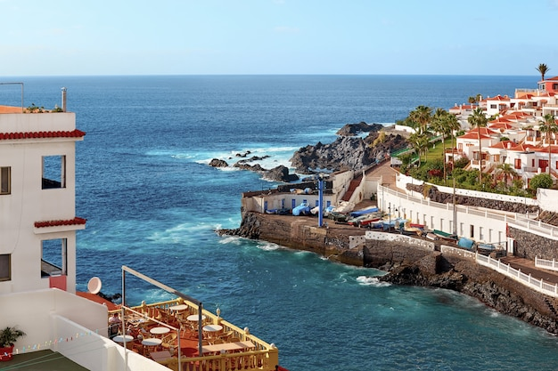 Widok z lotu ptaka wyspy teneryfa w letni dzień.
