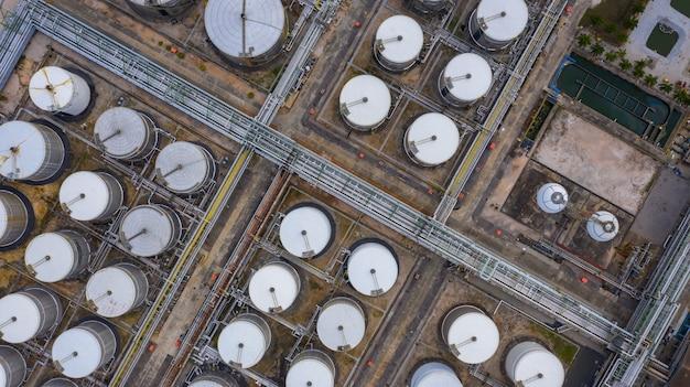 Widok z lotu ptaka z góry zbiornik produktu petrochemicznego, zbiornik ciekłego produktu petrochemicznego