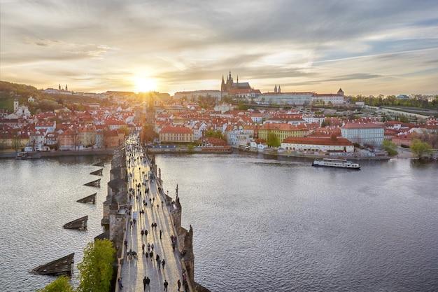 Widok z mostu karola i zamku praskiego