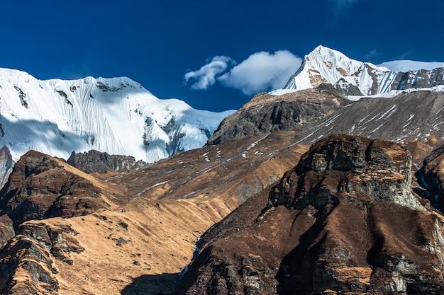 Widok z obozu bazowego annapurna. nepal himalaje