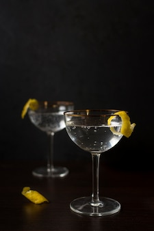 Widok z przodu aromatyczne szklanki koktajli
