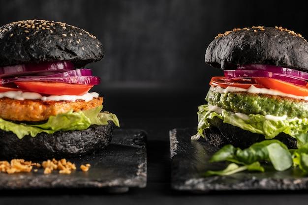 Widok Z Przodu Asortyment Pysznych Burgerów Premium Zdjęcia