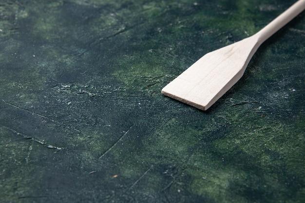 Widok z przodu biały naczynie na ciemnym tle sztućce kuchnia drewno plastik ciemność nóż kolor jedzenie