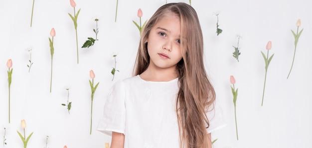 Widok z przodu całkiem mała dziewczynka