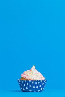 Widok z przodu cupcake urodziny
